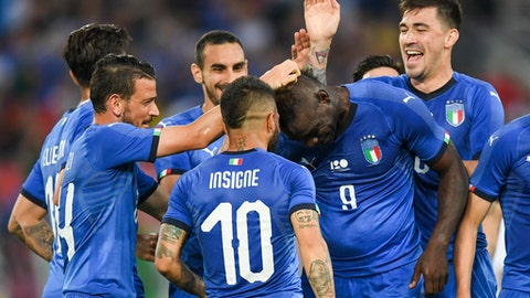 Teammates celebrate after Italy's Mario Balotelli , centre right, scores his team's first goal, during a friendly soccer match between Saudi Arabia and Italy, at Kybunpark Stadium, in St. Gallen, Switzerland, Monday, May 28, 2018. (Gian Ehrenzeller/ Keystone via AP)