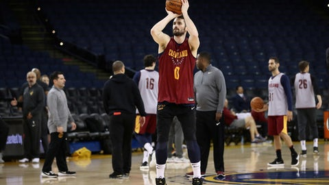 OAKLAND, CA - MAY 30:  Kevin Love #0 of the Cleveland Cavaliers works out during the 2018 NBA Finals Media Day at ORACLE Arena on May 30, 2018 in Oakland, California. The Cleveland Cavaliers play against the Golden State Warriors in Game One of the Finals tomorrow night. (Photo by Ezra Shaw/Getty Images)