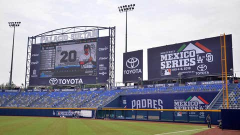 Padres seek series win in Mexico vs. Dodgers