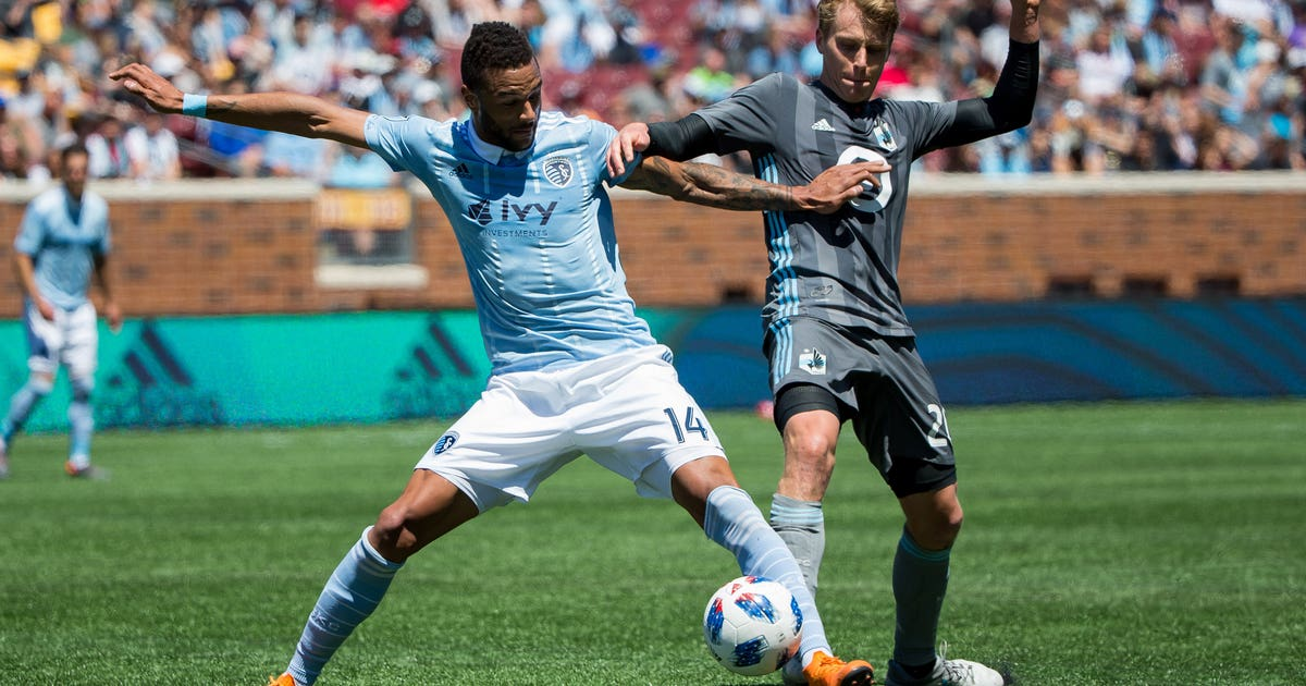 Khiry Shelton returns to Sporting KC on three-year deal | FOX Sports