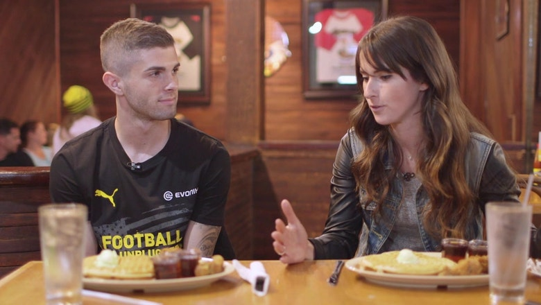 Christian Pulisic tries chicken and waffles ahead of LAFC-Dortmund clash