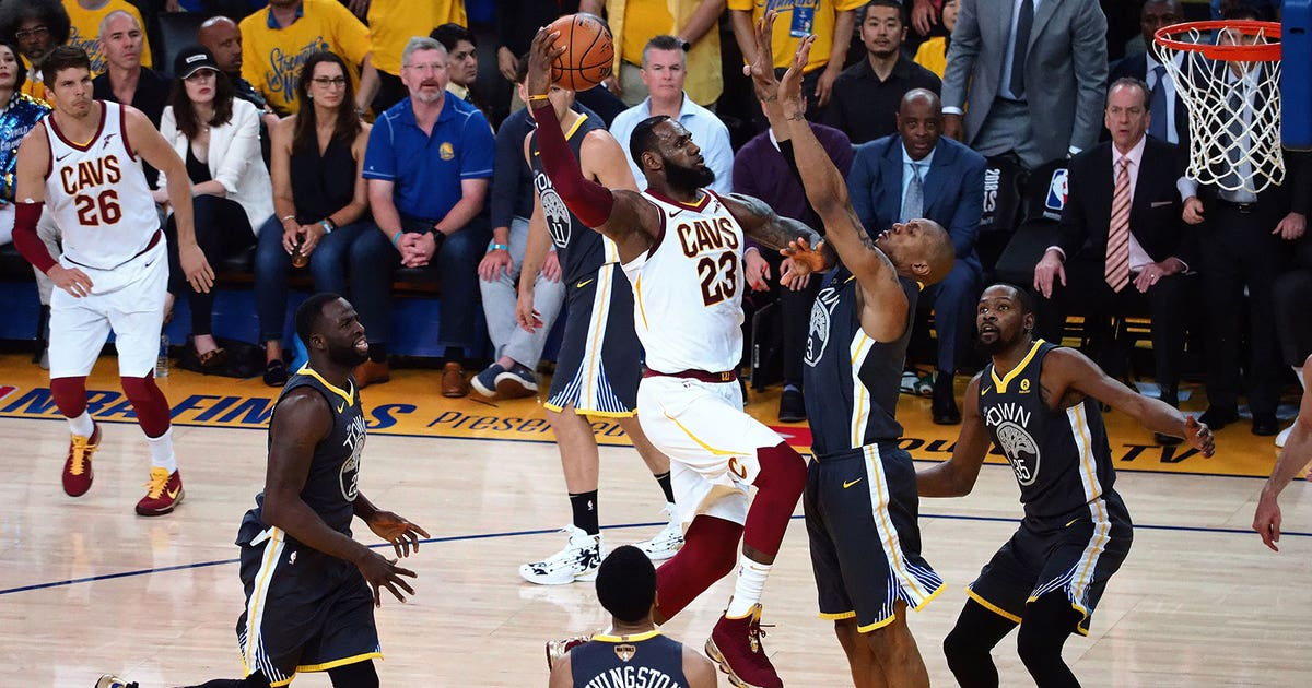 Curry dazzles from deep, Warriors take 2-0 NBA Finals lead over Cavaliers