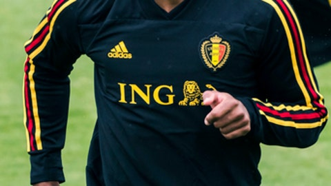 Belgium's Vincent Kompany warms up with during a training session at the Belgian Football Center in Tubize, Belgium, on Friday, June 1, 2018. Tomorrow, Belgium is playing a friendly soccer match against Portugal. (AP Photo/Geert Vanden Wijngaert)