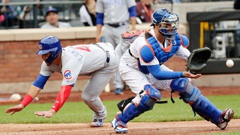 Chicago Cubs' Willson Contreras, left,  runs past New York Mets catcher Kevin Plawecki, right,  to score on a sacrifice fly ball by teammate Ben Zobrist during the seventh inning of a baseball game Sunday, June 3, 2018, in New York. (AP Photo/Frank Franklin II)