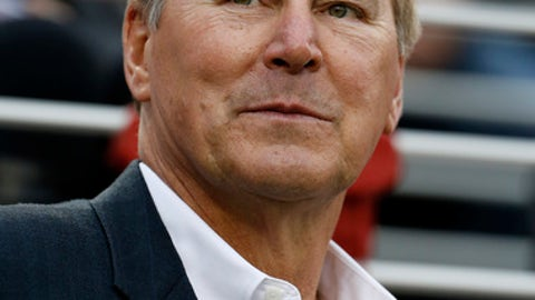 Former San Francisco 49ers wide receiver Dwight Clark during halftime of an NFL football game between the San Francisco 49ers and the Cincinnati Bengals in Santa Clara, Calif., Sunday, Dec. 20, 2015. (AP Photo/Tony Avelar)