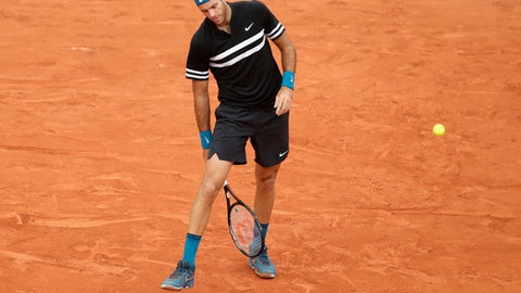 Argentina's Juan Martin Del Potro reacts as he plays Croatia's Marin Cilic during their quarterfinal match of the French Open tennis tournament at the Roland Garros stadium, Wednesday, June 6, 2018 in Paris. (AP Photo/Alessandra Tarantino)