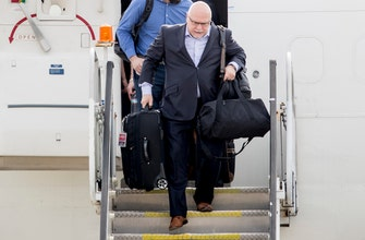 Trotz resigns as coach of Stanley Cup-winning Capitals