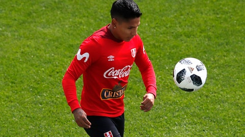 Peru's Raul Ruidiaz control the ball during a training session at the 2018 soccer World Cup in Moscow, Russia, Tuesday, June 12, 2018. (AP Photo/Eduardo Verdugo)