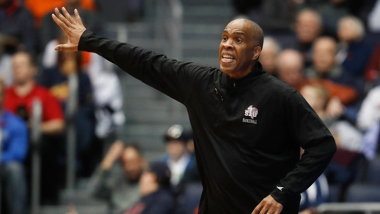 Detroit hires ex-Indiana and Texas Southern coach Mike Davis