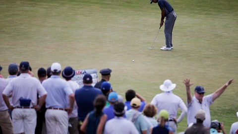 Tiger Woods misses a putt on the 14th green during the first round of the U.S. Open Golf Championship, Thursday, June 14, 2018, in Southampton, N.Y. (AP Photo/Seth Wenig)