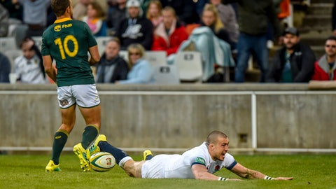 South Africa's Handre Pollard, left, is unable to stop England's Mike Brown from scoring during the second rugby test match between South Africa and England in Bloemfontein, South Africa, Saturday, June 16, 2018. (AP Photo/Christiaan Kotze)