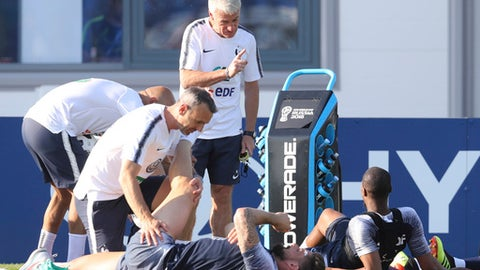 France headcoach Didier Deschamps discuss with Djibril Sidibe, down, during a training session at the 2018 soccer World Cup in Glebovets, Russia, Monday, June 18, 2018. (AP Photo/David Vincent)