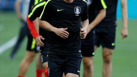 South Korea's Kim Min-woo warm up during South Korea's official training on the eve of the group F match between South Korea and Mexico at the 2018 soccer World Cup at the Rostov Arena, in Rostov-on-Don, Russia, Friday, June 22, 2018. (AP Photo/Eduardo Verdugo)