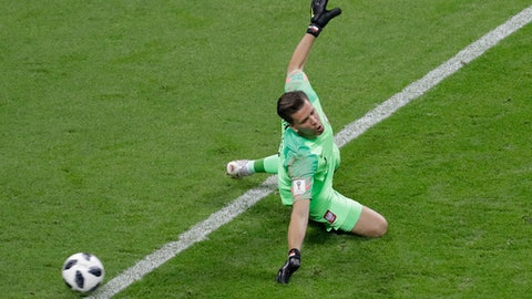 Poland goalkeeper Wojciech Szczesny fails to stop Colombia's second goal, by Radamel Falcao, during the group H match between Poland and Colombia at the 2018 soccer World Cup at the Kazan Arena in Kazan, Russia, Sunday, June 24, 2018. (AP Photo/Sergei Grits)