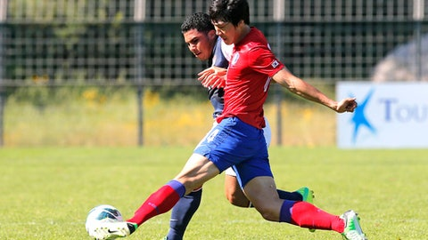 Korea's Song Juhun, front, challenges for the ball with USA's Collin Martin during their match in the Under-21 Toulon soccer Tournament, in Saint Raphael, southern France, Wednesday, June 5, 2013. (AP Photo/Lionel Cironneau)
