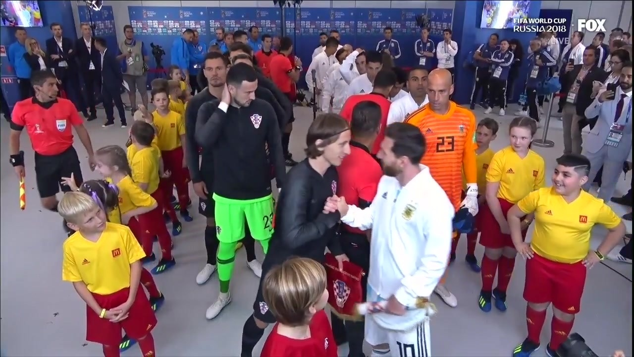 dea3b26d Lionel Messi makes a kid's day before Argentina's game vs. Croatia