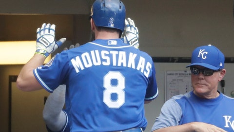 Moustakas traded to Brewers