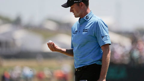 Webb Simpson picks up his ball on the third green during the final round of the U.S. Open Golf Championship, Sunday, June 17, 2018, in Southampton, N.Y. (AP Photo/Julio Cortez)