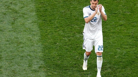 Russia's Artyom Dzyuba applauds as he walks off the pitch during the round of 16 match between Spain and Russia at the 2018 soccer World Cup at the Luzhniki Stadium in Moscow, Russia, Sunday, July 1, 2018. (AP Photo/Vincent Michel)