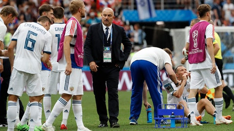 Russia head coach Stanislav Cherchesov, center, looks after his players before extratime during the round of 16 match between Spain and Russia at the 2018 soccer World Cup at the Luzhniki Stadium in Moscow, Russia, Sunday, July 1, 2018. (AP Photo/Antonio Calanni)