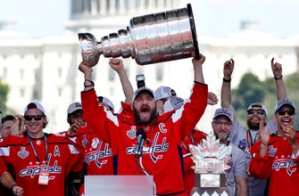 Alex Ovechkin brings the Stanley Cup to the World Cup