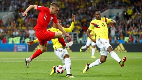 England's Jamie Vardy, left, tries to shoot as Colombia's Yerry Mina, right, and Colombia's Wilmar Barrios defend during the round of 16 match between Colombia and England at the 2018 soccer World Cup in the Spartak Stadium, in Moscow, Russia, Tuesday, July 3, 2018. (AP Photo/Matthias Schrader)