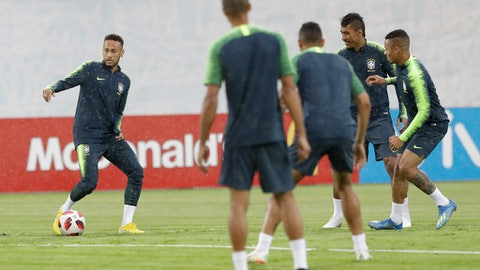 Brazil's Neymar, left, practices with teammates during a official training session on the eve of the quarterfinal match between Brazil and Belgium at the 2018 soccer World Cup in Tsentralny stadium in Kazan, Russia, Thursday, July 5, 2018. (AP Photo/Andre Penner)