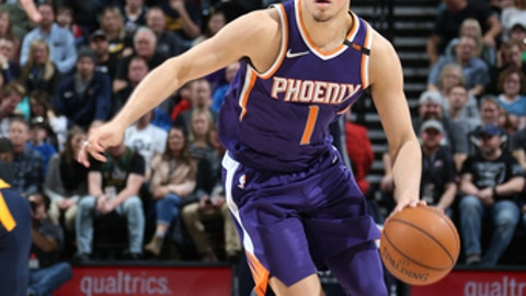 SALT LAKE CITY, UT - MARCH 15:  Devin Booker #1 of the Phoenix Suns handles the ball against the Utah Jazz on March 15, 2018 at vivint.SmartHome Arena in Salt Lake City, Utah. (Photo by Melissa Majchrzak/NBAE via Getty Images)