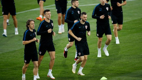 Croatia's Luka Modric, Ivan Perisic, Ante Rebic, Marcelo Brozovic and Filip Bradaric, from left, warm up during a training session in the Luzhniki sport ground at 2018 soccer World Cup in Moscow, Russia, Monday, July 9, 2018. (AP Photo/Francisco Seco)
