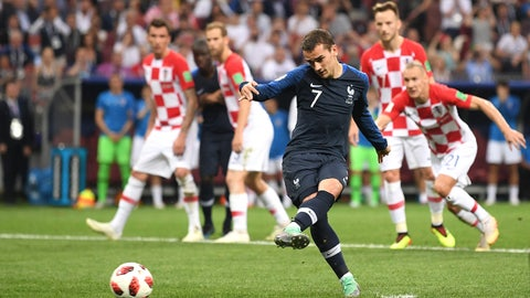 MOSCOW, RUSSIA - JULY 15:  Antoine Griezmann of France scores his team's second goal from the penalty spot during the 2018 FIFA World Cup Final between France and Croatia at Luzhniki Stadium on July 15, 2018 in Moscow, Russia.  (Photo by Laurence Griffiths/Getty Images)