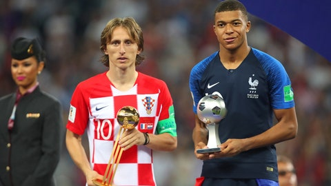 MOSCOW, RUSSIA - JULY 15:   Luka Modric of Croatia poses with the FIFA Golden Ball for player of the tournament and Kylian Mbappe of France the silver ball for best young player at the end of the 2018 FIFA World Cup Russia Final between France and Croatia at Luzhniki Stadium on July 15, 2018 in Moscow, Russia. (Photo by Robbie Jay Barratt - AMA/Getty Images)
