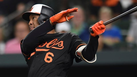 Brewers send Villar, prospects to Orioles for Schoop