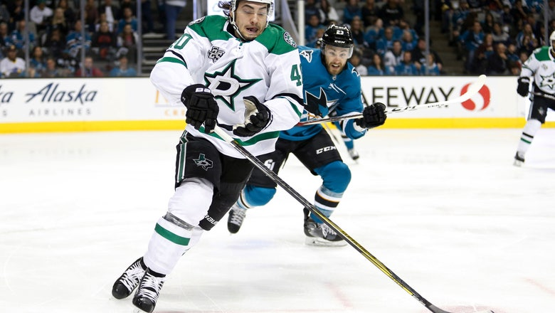 Left wing Elie signs $735,000 deal to stay with Dallas Stars