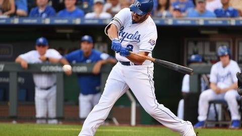 Milwaukee Brewers acquire Mike Moustakas from Kansas City Royals