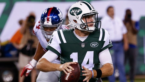 EAST RUTHERFORD, NJ - AUGUST 24:  Sam Darnold #14 of the New York Jets looks to pass against the New York Giants during their preseason game at MetLife Stadium on August 24, 2018 in East Rutherford, New Jersey. (Photo by Jeff Zelevansky/Getty Images)