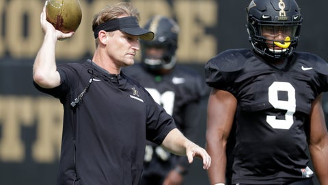<p>               In this Aug. 16, 2018, photo, Vanderbilt defensive coordinator Jason Tarver, left, leads a drill during an NCAA college football practice in Nashville, Tenn. Tarver brings 16 years of NFL experience to Vanderbilt after working with the San Francisco 49ers and Oakland Raiders. (AP Photo/Mark Humphrey)             </p>