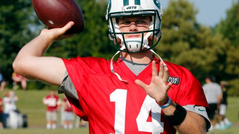 <p>               New York Jets quarterback Sam Darnold (14) warms up during the New York Jets Washington Redskins NFL football training camp in Richmond, Va., Tuesday, Aug. 14, 2018. (AP Photo/Steve Helber)             </p>