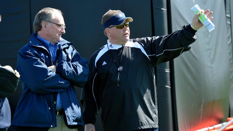 <p>               FILE - In this March 26, 2010, file photo, Notre Dame athletic director Jack Swarbrick, left, talks with head football coach Brian Kelly during his first NCAA college football practice in South Bend, Ind. Notre Dame coach Brian Kelly and athletic director Jack Swarbrick begin their ninth season together, leading the most scrutinized program in college football, when the 12th-ranked Fighting Irish face No. 14 Michigan on Saturday night, Sept. 1, 2018 . Only four Power Five schools have had the same combination of football coach and AD longer than Notre Dame. (AP Photo/Joe Raymond, File)             </p>