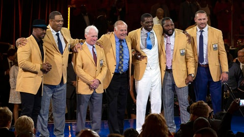 <p>               The 2018 Class of the Pro Football Hall of Fame poses during the Pro Football Hall of Fame Enshrinement Festival Enshrinee's Gold Jacket Dinner on Friday, Aug. 3, 2018, in Canton, Ohio. From left are Brian Dawkins, Robert Brazile, Bobby Beathard, Jerry Kramer, Randy Moss, Ray Lewis, and Brian Urlacher. (Bob Rossiter/The Canton Repository via AP)             </p>