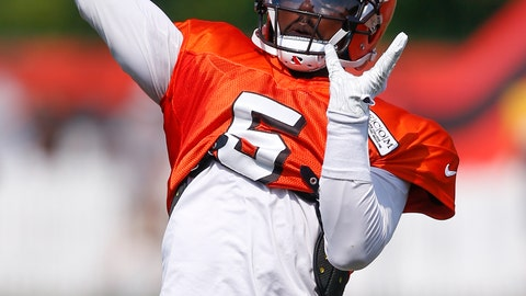 <p>               Cleveland Browns quarterback Tyrod Taylor throws a pass during NFL football training camp Tuesday, Aug. 14, 2018, in Berea, Ohio. (AP Photo/Ron Schwane)             </p>