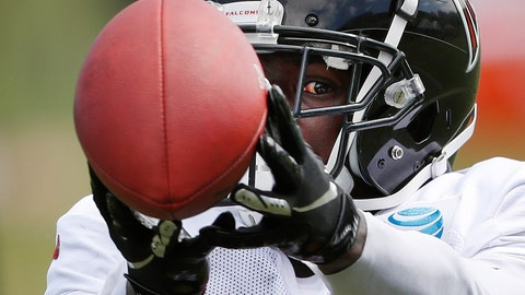 <p>               Atlanta Falcons wide receiver Calvin Ridley keeps an eye on the ball while making a catch during NFL football training camp, Tuesday, Aug. 7, 2018, in Flowery Branch, Ga. (AP Photo/John Bazemore)             </p>