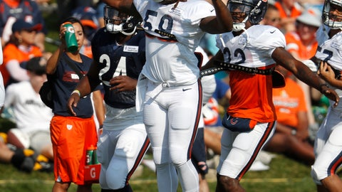 <p>               Chicago Bears linebacker Danny Trevathan leads teammates as they take part in drills during a joint NFL football training camp session against the Denver Broncos Wednesday, Aug. 15, 2018, at Broncos' headquarters in Englewood, Colo. (AP Photo/David Zalubowski)             </p>
