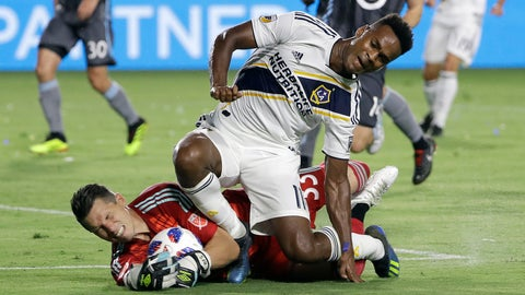 <p>               Minnesota United goalkeeper Bobby Shuttleworth, bottom, stops a shot attempt from LA Galaxy forward Ola Kamara, top, during the first half of an MLS soccer match Saturday, Aug. 11, 2018, in Carson, Calif. (AP Photo/Marcio Jose Sanchez)             </p>
