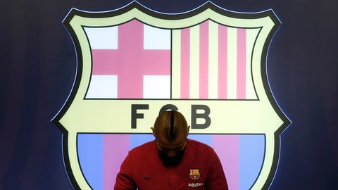 <p>               Chilean soccer player Arturo Vidal poses for the media in a FC Barcelona shop next to Camp Nou stadium in Barcelona, Spain, Sunday, Aug. 5, 2018. Vidal has agreed a three-year contract at the Nou Camp. (AP Photo/Manu Fernandez)             </p>