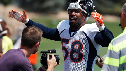 <p>               Denver Broncos linebacker Von Miller leads fans in singing birthday wishes to a fan as Miller works the rope line after drills at the team's headquarters during an NFL football training camp Saturday, Aug. 4, 2018, in Englewood, Colo. (AP Photo/David Zalubowski)             </p>
