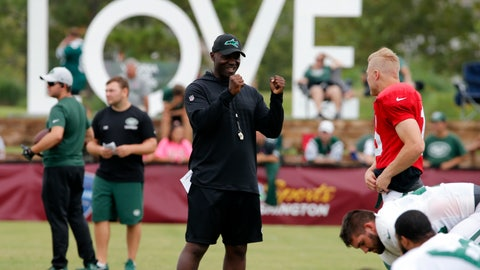<p>               New York Jets head coach, Todd Bowles, center talks with quarterback Josh McCown (15) during the New York Jets Washington Redskins NFL football training camp in Richmond, Va., Monday, Aug. 13, 2018. (AP Photo/Steve Helber)             </p>