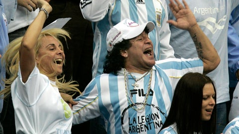 <p>               FILE - In this Dec. 2, 2006 file photo, Argentina's former soccer great Diego Maradona and his ex-wife Claudia Villafane, left, support their national team during the Davis Cup Final tennis match against Russia, in Moscow. An appeals court has ruled on Wednesday, Aug. 8, 2018, that Maradona can pursue a lawsuit against his ex-wife claiming she misappropriated some of his money to buy Florida real estate. (AP Photo/Ivan Sekretarev, File)             </p>