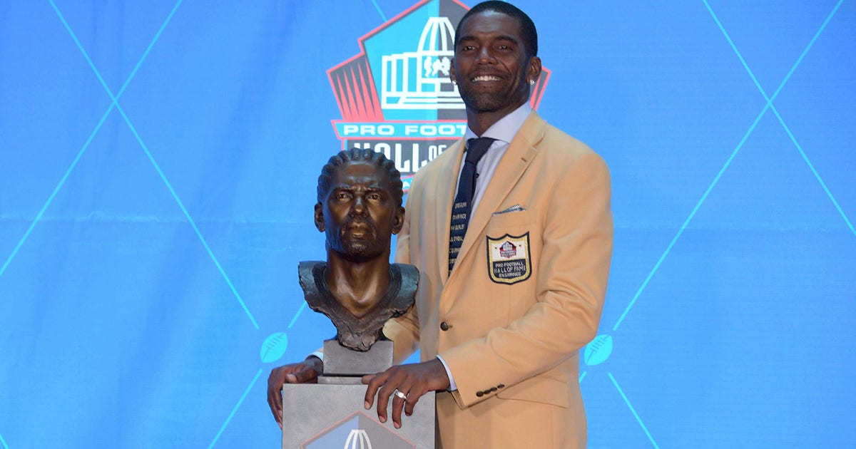 Hall of Famer, Vikings great Moss vows to wear gold jacket proudly
