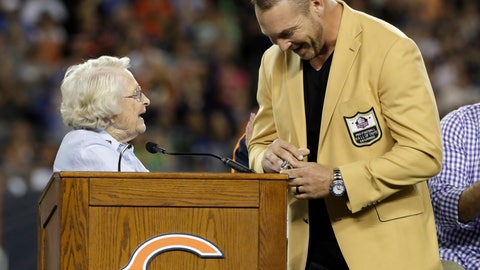 <p>               Former Chicago Bears and Hall of Fame linebacker Brian Urlacher receives a Ring of Excellence from Chicago Bears owner Virginia Halas McCaskey during the halftime of an NFL football game Monday, Sept. 17, 2018, in Chicago. (AP Photo/Nam Y. Huh)             </p>