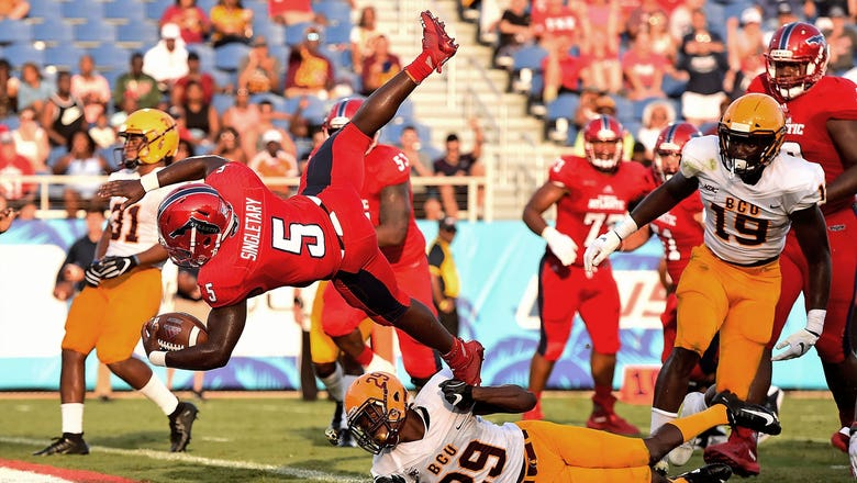 Devin Singletary sets FAU record with 5 first-half TDs, powers Owls past Bethune-Cookman